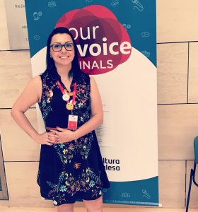 Professora Bia na final do Your Voice em 2017